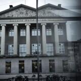 Danske Banks aktie falder efter nyheden om, at A.P. Møller-Mærsk har besluttet at sælge samtlige aktier i banken, hvilket svarer til en ejerandel på 20,05 pct., og udlodde provenuet til aktionærerne i selskabet, som ekstraordinært udbytte. ARKIVFOTO