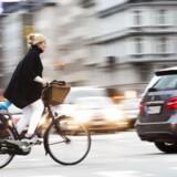 Københavns teknik- og miljøborgmester er bilfjendsk, mener forfatterne til dagens kommentar. Billedet er fra H.C. Andersens Boulevard i København. Arkivfoto: Linda Kastrup