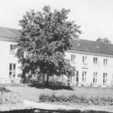 Beaulieu, som blev opført af margarinekongen Otto Mønsteds enke. Ejendommen har siden bl.a. været hotel og plejecenter. Foto fra omkring 1950 i Bo Bramsen: »Strandvejen – før og nu«