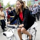 Transportminister Pia Olsen Dyhr var med til at indvie Københavns nye bycykler, som De Konservative på Københavns rådhus nu protesterer imod.