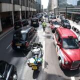 Taxachaufførerne demonstrerede d. 26. maj.mod Uber i London, men nu imødekommer Transport for London taxachaufførernes protester.