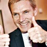 DF-formand Kristian Thulesen Dahl har god grund til at give den to tommelfingre opad: Partiet har en tilslutning på 22,4 procent, hvilket er 1,3 procentpoint over valgresultatet, i en ny Voxmeter-måling.