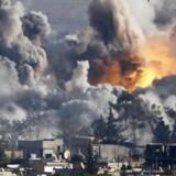 Eksperter skal rådgive danske politikere om, hvordan man standser blodbadet i Syrien. Her er det et luftangreb mod byen Kobane.
