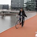 I dag trillede de første cyklister over Københavns nye cykelbro, der forbinder Vesterbro med Islands Brygge.