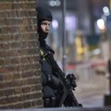 Kampklædte betjente ved Sankt Peders Stræde få meter fra Krystalgade.