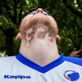 Fodboldfans bebor et iøjenfaldende hjørne af samfundslivet, men det er sjældent, at kulturen tager fodbold ligeså alvorligt, som fansene gør det. Her en FCK-fan der har forsøgt at barbere et »FCK« i skægget. Arkivfoto: Nikolai Linares