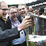 Rasmus Ankersen helt til højre, sportsdirektør Claus Steinlein i midten og ejer Matthew Benham til venstre, da FC Midtjylland i 2015 vandt det danske mesterskab.