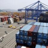 Det kriseramte sydkoreanske rederi Hanjin Shipping er sprunget læk på børsen i Seoul, efter at der er blevet sået tvivl om opbakningen til rederiets genopretningsplan.