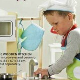 Her hos Top Toy er det drengene, der står i køkkenet.