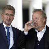 Københavns overborgmester, Frank Jensen (tv.), vil ikke blande sig i virksomhedernes overenkomstspolitikker.