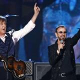 Ringo Starr (til højre) sammen med Paul McCartney under en tv-performance i 2014.