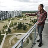 Ejendomsmægler Jacob Nilausen viser rundt i boliger i Ørestaden.