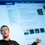 De ti allerbedst betalte topchefer i USA i 2012 tjente alle over 100 mio. dollar sidste år, hvis man regner alle faktorer med som eksempelvis aktieoptioner. På førstepladsen ligger Mark Zuckerberg, topchef for Facebook. Samlet løn: 2,27 milliarder dollar.