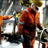 Lønnedgangen vil for de indlejede offshore-medarbejdere, som smede, borebisser, stilladsarbejdere, riggere, sygeplejersker og servicearbejdere ligge på mellem 40.000 og 50.000 kroner om året. Arkivfoto.