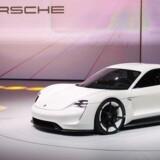 Porsche CEO Matthias Mueller præsenterer den nye elektriske Porsche, Mission E, i Frankfurt d. 13. september 2015. AFP PHOTO / ODD ANDERSEN