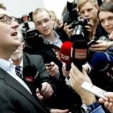 Den tidligere Venstre-skatteminister Troels Lund Poulsen mistænkes for at have forsøgt at påvirke udfaldet af S-leder Helle Thorning-Schmidts skattesag.