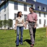 Prins Joachim og prinsesse Marie opgiver landmandstilværelse og flytter permanent til København. Her fotograferet foran Schackenborg Slot.