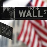 De høje bonusordninger på Wall Street i New York står til at få et tryk nedad. Børsmæglere må forberede sig på et fald i deres årlige bonus på mellem 5 og 10 procent for 2015.