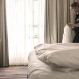 Det er ikke alle ledige stillinger, der bliver slået op, så arbejdsløse danskere kan søge dem. Inden for hotel- og restaurationsbranchen og de grønne erhverv får arbejdsgiverne ofte fyldt op med udlændinge uden at slå jobbene op.