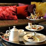 Indretningsmæssigt er hotellet en munter blanding af engelsk herresæde, indisk basar og London designerstil.