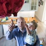 Peter Burgaard er ansat i TDC og har holdt barselsorlov med sin søn, Oskar.