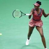 Den niendeseedede Venus Williams er videre til kvartfinalen i US Open, efter en sejr i tre sæt over Carla Suárez Navarro.