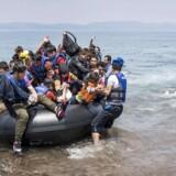 Missionen blev onsdag godkendt i det tyske kabinet. Nu er det op til det tyske parlament, der har den afgørende stemme, at tage den endelige beslutning, før de knap tusind soldater kan sendes i aktion mod menneskesmuglerne i Middelhavet.