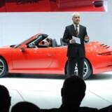 Porches hidtige topchef, Matthias Müller, præsenterer den ny Porsche 911 Carrera Cabriolet ved North American International Auto Show den 9. januar 2012 i Detroit, Michigan. Arkivfoto. AFP PHOTO/Stan HONDA