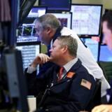 Panikken på børserne er ikke i fare for at ramme danskerne endnu, vurderer Dansk Erhvervs cheføkonom i en ny analyse.
