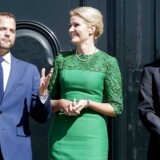 Morten Østergaard (R), Helle Thorning-Schmidt (S) og Benny Engelbrecht (S) foran Amalienborg, da sidstnævnte overtog Skatteministeriet fra førstnævnte i september 2014.