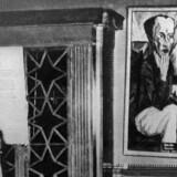 ARKIVFOTO. Adolf Hitler kigger på kunst i Dresdens »Schreckenkammer«. Nu er nye, ukendte værker fra store kunstnere dukket op i München.