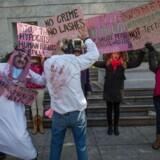 Protester uden for Saudi Arabiens ambassade i Washington D.C. mod dommen mod den religionskritiske blogger, Raef Badawi. Foto: Scanpix