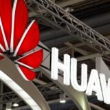 Medarbejdere fra Huawei har haft adgang til TDC-central uden sikkerhedsgodkendelse. Alligevel er sikkerhedsniveauet godt nok, lyder det fra Forsvarets Efterretningstjeneste.