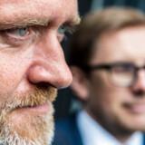 Kortfattet Samuelsen: Løkke har brug for vores mandater. LA afviser at være kørt ud på sidespor i regeringsforhandlinger. Vores mandater er afgørende, lyder det. Liberal Alliances 13 mandater er afgørende for, at Lars Løkke Rasmussen (V) kan danne regering.