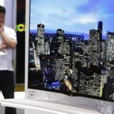 Der er måske grund til bekymring over det nyindkøbte TV. For indbygget software følger nøje med i, hvad man ser, og hvordan man ser det. Foto: Fabrizio Bensch, Reuters/Scanpix