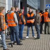 Det første Ryanair-fly i København blev forsinket i tre timer på grund af blokade. Her ses protesterende fagforeningsfolk uden for lufthavnen. Arkivfoto.