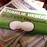 Franske medier bragte en mands liv i fare under terrorangrebet på Charlie Hebdo. Det mener franskmanden, som nu sagsøger flere medier.