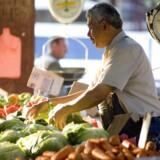 Madmarkedet i Melbourne, Queen victoria Market, holder åbent fem dage om ugen og er, trods masser af supermarkeder i byen, stadig stedet, mange lokale gør deres daglige indkøb af bl.a. grøntsager. Foto: PR