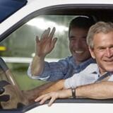 Daværende præsident George W. Bush og statsminister Anders Fogh Rasmussen i Bushs truck ved Prarie Chapel Ranch i Crawford, Texas. Februar 2008.
