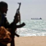 Det er et indbringende job at være pirat og gidseltager i havet ud for Somalia. Siden 2005 har piraterne anslået og i gennemsnit årligt fået udbetalt 53 millioner dollar, svarende til cirka 300 millioner kroner, i løsepenge – et gigantisk beløb i et ludfattigt, underudviklet land med en skyhøj arbejdsløshed.
