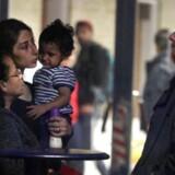 Flygtninge primært fra Syrien lander sent søndag d. 6 september 2015 i Rødby med tog fra Tyskland.