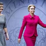 Margrethe Vestagers (tv.) afgang svækker både Det Radikale Venstre og den samlede SR-regering med Helle Thorning-Schmidt (th) i spidsen.