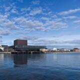 Udstillingen om arkitektfirmaet Lundgaard & Tranberg lægger op til, at man i stedet for at bruge tiden på at se udstillinger ser på tegnestuens bygningsværker rundt om i København. Her er det Skuespilhuset. Pressefoto: DAC