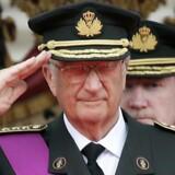 Kong Albert II gør honnør ved forrige års belgiske nationaldag.