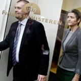 Bjarne Corydon og Margrethe Vestager efter finanslovsforhandlingerne i Finansministeriet mandag 25. november 2013. (Foto: Liselotte Sabroe/Scanpix 2013)
