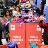 Det var ikke kun i de fysiske butikker, at der var gang i salget i USA under årets største shoppingdag Black Friday - også netbutikkerne oplevede rekordslag.