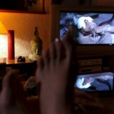 Hvorfor skulle man bevæge sig ud på gaden og ned i video-butikken, når man med få klik kan hente alverdens film over internettet hjemmefra? I mange af fremtidens fjernsyn vil internettet være indbygget, så man nemt kan se filmene på den lækre fladskærm.