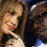 """Jennifer Lopez (tv) and Randy Jackson (th) er dommere i American Idol, som er et af de programmer, der ifølge kinesiske myndigheder har """"smittet kineserne"""""""