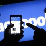 Nyhedsstrømmen på Facebook skal nu kunne fortælle, hvad der er de mest populære samtaleemner i det sociale netværk. Selskabet er i gang med at rulle funktionen, der især er kendt fra Twitter, ud for webbrugere, men er fortsat i gang med udviklingen til mobilbrugerne.