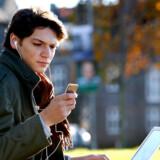EU vil lægge skat på mobiltelefoner med navigtaion og TV-modtager.